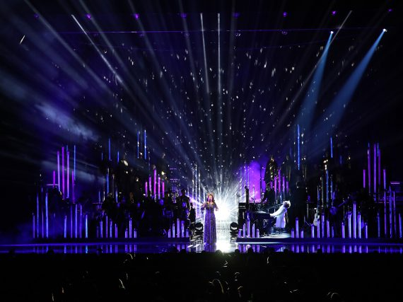 YOSHIKI makes guest appearance at Radio City Music Hall with Sarah Brightman