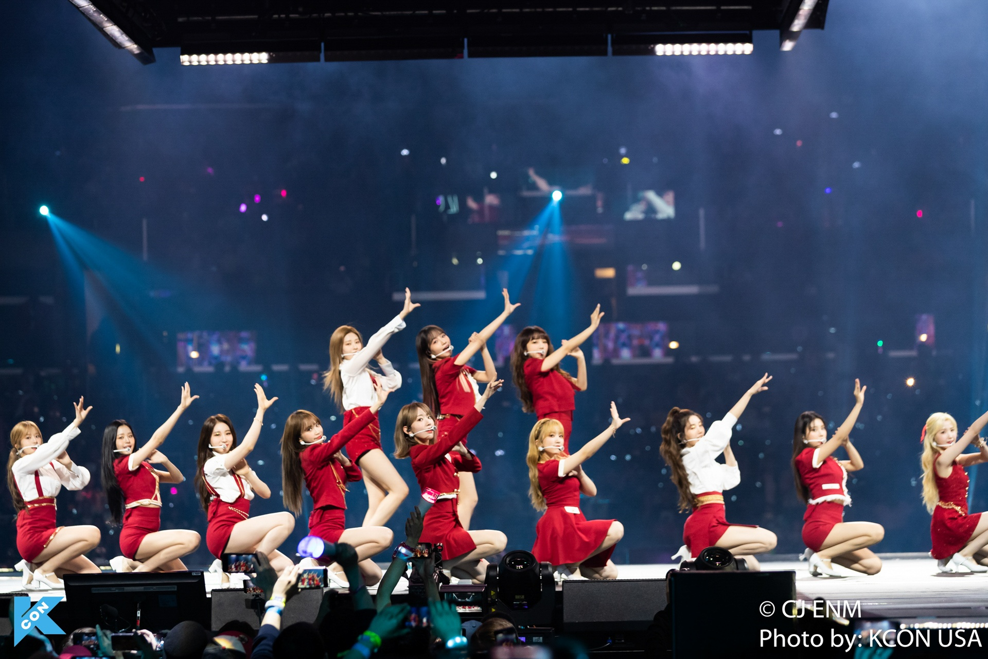 KCON LOS ANGELES 2019 IZONE-10